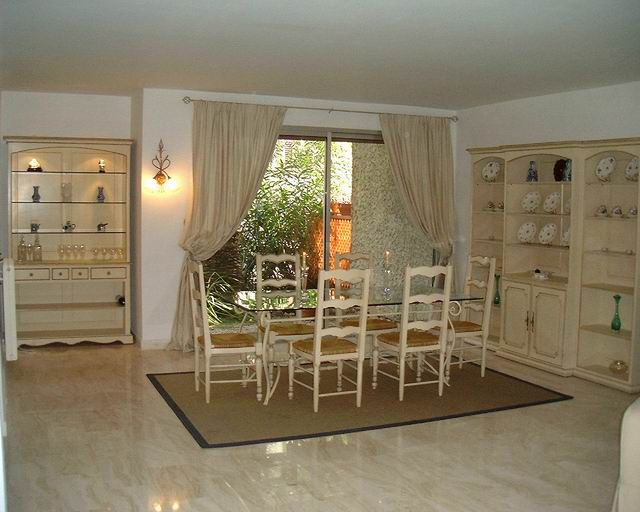 23/Resize of Dining Room.JPG