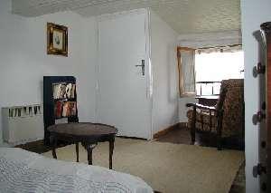 42/bedroom.jpg