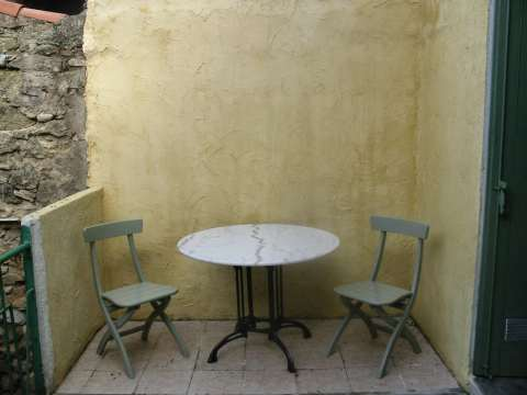 45/tableterrace.jpg