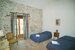 62/Holiday_rentals_in_France_Bouganvillaea_twin_ bedroom.jpg